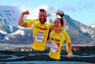 Håkon Fram Stokka og Eline Øidvin skal profilere Spitsbergen Marathon 2017.