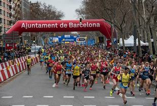 Fra søndagens Barcelona halvmaraton som gikk under forhold med skyet vær, noe vind og temperaturer i overkant av 10 grader (Foto: mitjabarcelona.com|Facebook)