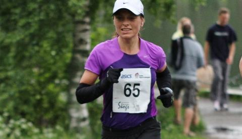 Marit Karlsen er både en rutinert løper, arrangør og idrettsbokforfatter (foto: Olav Engen, Skogsmaraton 2011).
