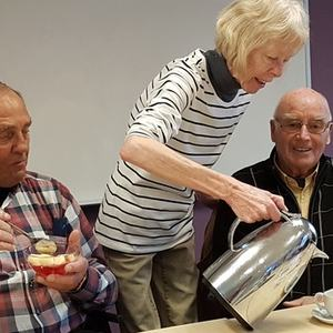 Middagsbilde Rolf, Anne og Roald