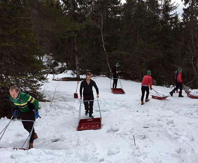 Mange steder jobbes det på spreng for å få til løyper en kan gå på ski i. Her er det NTNUI som jobber med Marka Rundt (foto: arrangøren 14.februar)