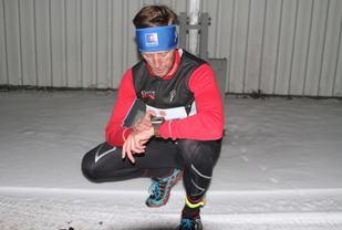 Glenn Røisgaard sjekker klokke etter målgang på forrige karuselløp, som han også vant (foto: Olav Engen).