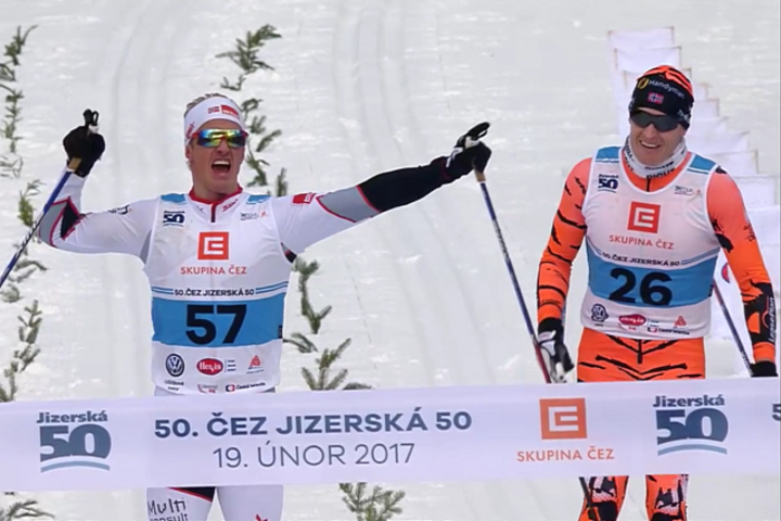 Morten Eide Pedersen tok sin aller første seier i Ski Classics i Jizerska Padesatka for to år siden og gjentok bragden jublende foran skituppene til Petter Eliassen søndag.