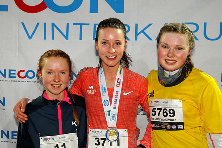 Premiepallen kvinner 10 km: Adele Henriksen, Trine Larsen og Silje Lindstad.