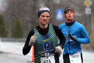 Bjørn Tore Kronen Taranger og Odd Arne Engesæter løp sammen gjennom hele maratondistansen.