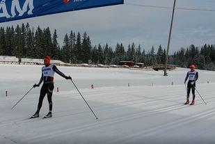 Simen Nordli Engebretsen over målstreken på Veldre sag tre sekunder foran Anders Kampenhøy. (Arrrangørfoto)