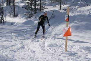 Stine Olsen Kirkevik, Hamar OK smilende inn mot siste post. (Foto: Stein Arne Negård)