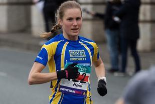 Heidi underveis i Semi Marathon de Paris. (Foto: Sylvain Cavatz)