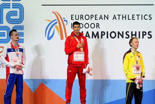 Henrik Ingebrigtsen kunne nok en gang klatre opp på pallen i et europeisk mesterskap. Denne gangen ble det sølv, bak Adel Mechaal som vant og foran Richard Ringer på tredjeplass. (Foto: Mark Shearman)