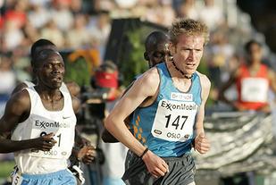 I 2004 satte Marius Bakken norsk og nordisk rekord på 5000 m med 13.06,39. For å oppnå de prestasjonene han gjorde, gjennomførte Bakken store deler av sine intervalløkter på tredemølle - både sommer og vinter. (Foto: Per Inge Østmoen)