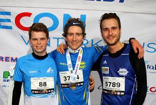 Erlend Gjerdevik Sørtveit har fått medaljen som viser at han vant duellen med Erlend Jensen og Andreas Iden.