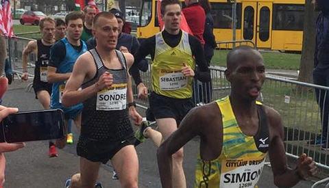 Sondre Nordstad Moen tok 10 kilometeren i Dresden som en fin gjennomkjøring før Hannover Marathon 9. april. (Foto: arrangøren)