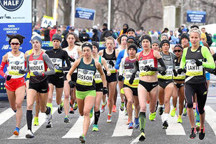 Sarah Lahti satte svensk rekord med 1.09.58. Molly Huddle vant New  York Halvmaraton på 1.08.19. (Foto: arrangøren)