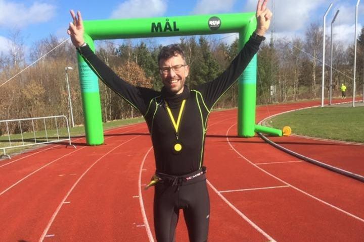 Svein Erik jubler for seier. (Foto: privat)