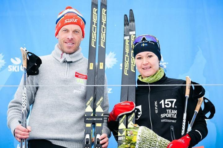 Totalvinnerene etter det 5. Årefjällloppet - Anders Aukland og Britta Johansson Norgren. (Arrangørfoto)