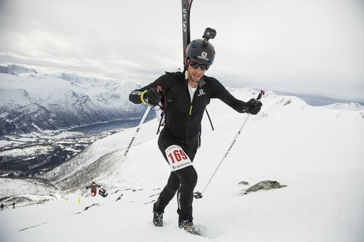Vinner Kilian Jornet i fint driv opp til Skarven (Foto Robert Veiset)