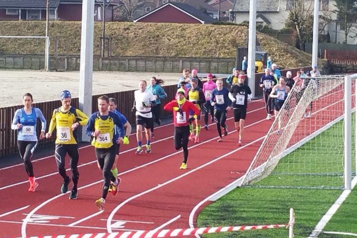 Startfeltet på maraton. (Foto: arrangøren)