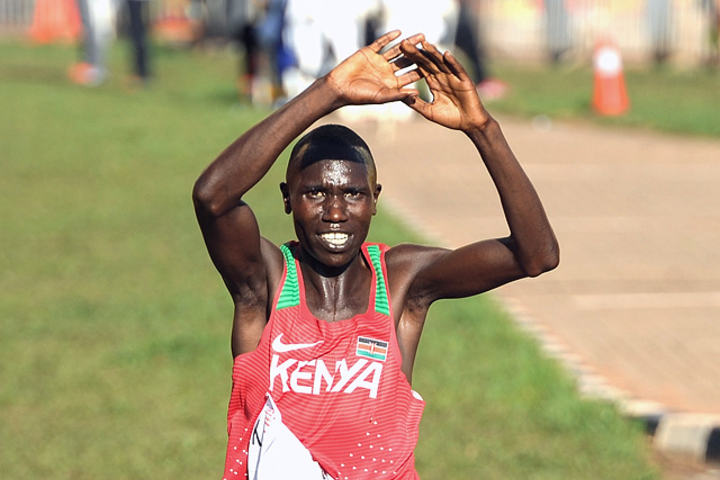 Geoffrey Kamworor forsvarte tittelen som verdens beste terrengløper. I tillegg er han regjerende mester på halvmaraton. (Foto: Mark Shearman)