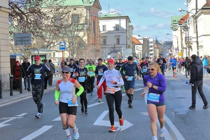 Fra Warszawa halvmaraton som gikk i klart, men kjølig vårvær (Foto: Facebook/MaratonWarszawski).