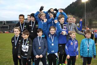 Premiepallen i klasse gutter 11 - 14 år i Fristafetten. Gneist på topp, Norna-Salhus og Fri på de neste plassene.