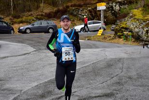 Vinner av 10 km på årets første løp i INC Eikefjord Løpskarusell ble Thomas Grønfur, Førde IL.