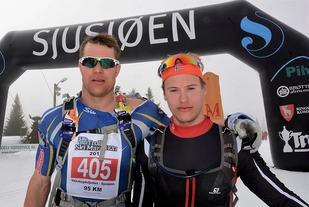 15 sekunder skilte de to beste, Håvard Hansen (til v.) og Kjetil Tyrom, etter 95 km i motvind og på tungt føre lørdag. (Arrangørfoto)