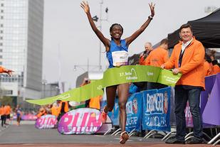 Joan Melly fra Kenya vant kvinneklassen på 1.08.45. (Foto: SCC-Events / Petko Beier)
