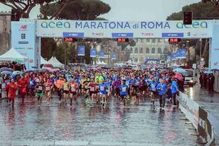 Fra årets Roma Marathon som gikk under regntunge forhold (Foto: Facebook/Maratona di Roma)