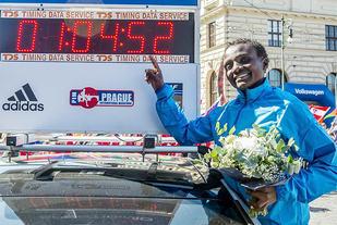 Den nye verdensrekorden på halvmaraton er på 1.04.52 og tilhører Joyciline Jepkosgei fra Kenya. (Foto: arrangøren)
