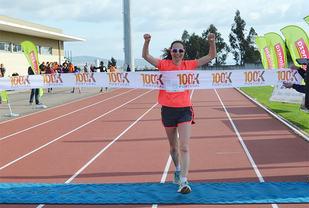 Etter at 10 mil var tilbakelagt kunne Aud Elisabeth Stuhr krysse målstreken som vinner. (Foto: arrangøren)