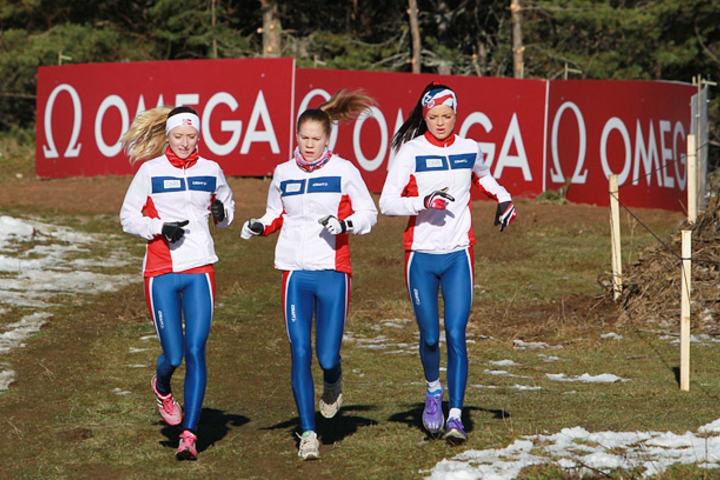 Oppvarming kan ha mye for seg enten en skal løpe i landslagsdrakt eller en er mosjonist og skal delta i et helt vanlig løp. (Foto: Kjell Vigestad)