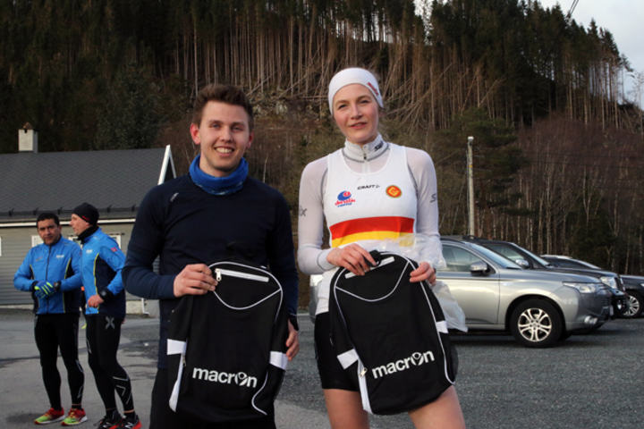 Vegard Austevoll og Marlen Njåstad  med bestemannspremiene på 10 km