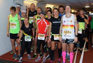 Fra startfeltet på Bislett 24-timers 2016. Årets løpsleder Marit Bjerknes ser vi med startnummer 11. Bjørn Tore Taranger satte en fantastisk norsk relord da han 24 timer senere hadde løpt 257,606 km.