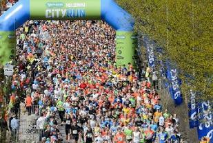 Fra starten av Helsinki City Run som er i området ved Olympiastadion (Arrangørfoto).