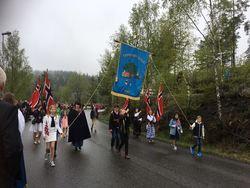 Fjerdingby skole gikk i 17. mai tog