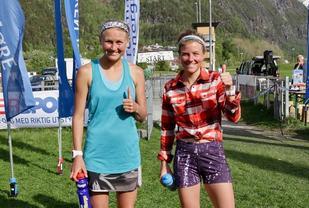 Ida Nilsson. Högby IF (tv) og Emelie Forsberg, Öbacka  sprang likt over mål og vant kvinneklassen i Åndalsnesløpet