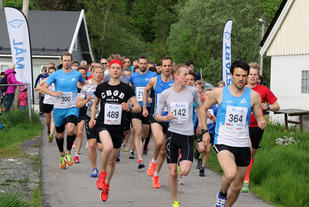 Drøye 90 deltagere ut fra start på de 3 lengste distansene