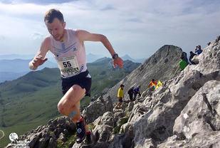 Stian Angermund-Vik viste seg igjen hvilken eminent fjelløper han er. (Foto: Vertical KM World Circuit)