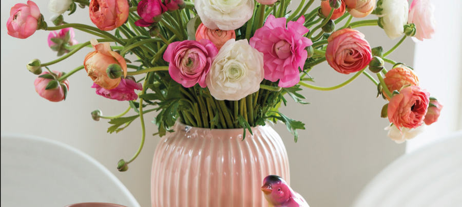 Vi leverer din blomsterhilsen rett hjem på døren.