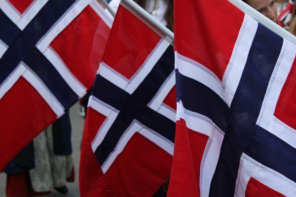 3 norske flagg