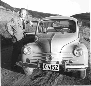 Arvid Hanssen med sin Renault 4CV 1957-modell