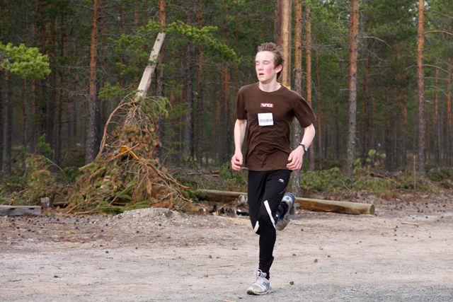 En betydelig yngre Sigmund S. Kielland mot mål i Gå-joggen i 20009.