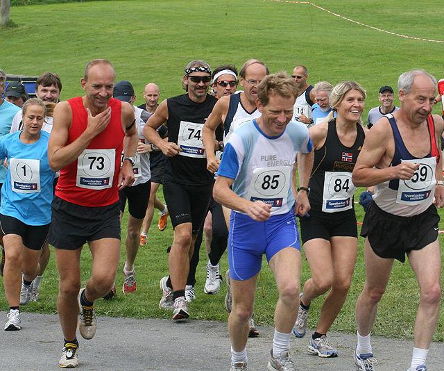 Det er alltid god stemning og godt vær på Kongsvinger Maraton, som her fra starten på maraton i 2008. (Foto: Kjell Vigestad)