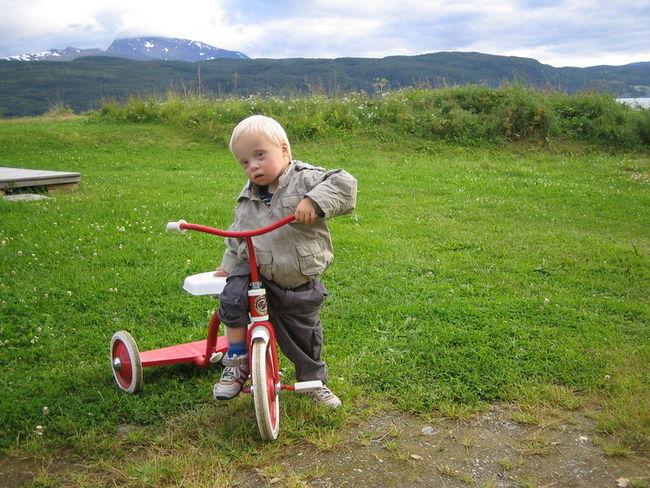 lærer å sykle