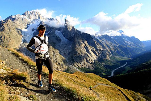 26/08/2011-UTMB- Arete Mont Favre (ITA) - Jez BRAGG© The North Face® Ultra-Trail du Mont-Blanc®-Franck Oddoux