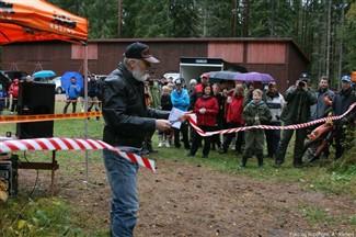 Ordfører Nils Nilssen klipper snora på Karsby 25. september 2010., Fotograf: Anita Sletten, Copyright: Anita Sletten