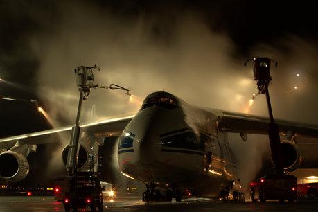 AN-124 de-icing_460x306.jpg