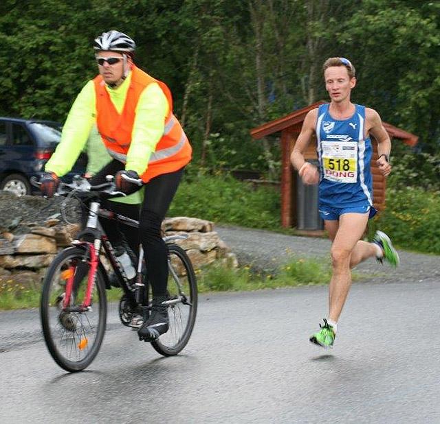 Maraton_Kristoffer_Oesterlund_vinner_etter_13km_IMG_4138.jpg
