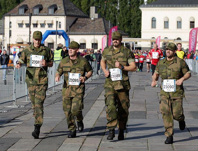 uniform_paa_raadhuskaia_F6C0877.jpg
