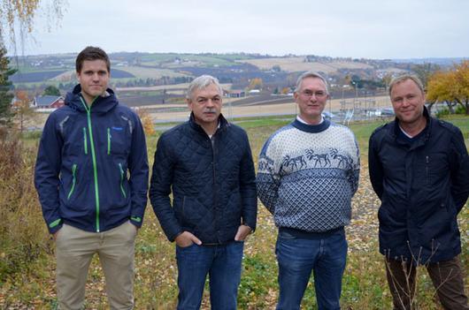 Fra venstre: Markus Alfsen (Verditaksering Kjell Larsen AS), Svein Øksenberg (Verditaksering Kjell Larsen AS), Per André Rjaanes (Østre Toten kommune) og Kjell Larsen (Verditaksering Kjell Larsen AS)